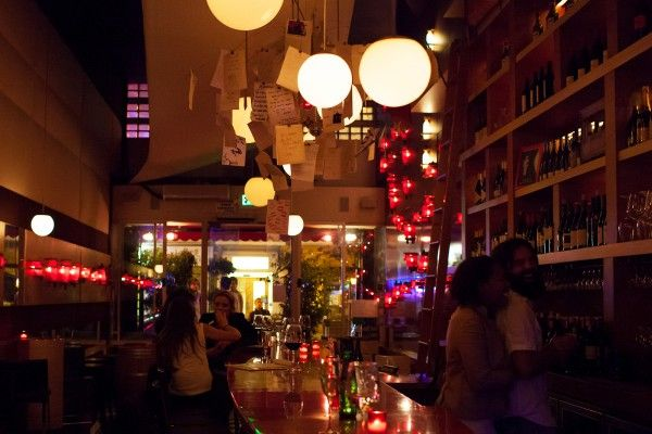 San Francisco singles in Amelie on Polk Street. A French style wine bar and lounge.